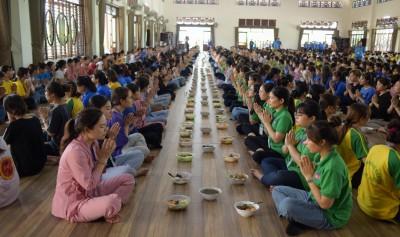 Hơn 1.200 thiền sinh tham gia khóa tu tại Thiền viện Tuệ Đức
